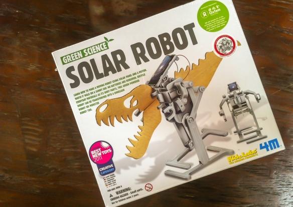 Solar Robot T-Rex - Terror of Lima's La Molina